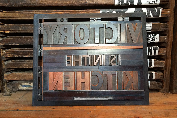 t063_victory_is_in_the_kitchen_wood_type_letterpress_forme_750